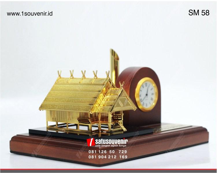 souvenir miniatur rumah adat betawi