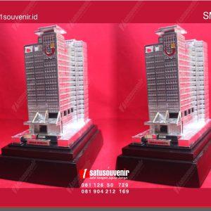 souvenir miniatur bangunan apartemen