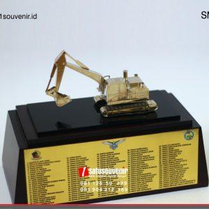 souvenir miniatur excavator