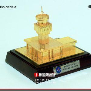 souvenir miniatur bangunan airnav