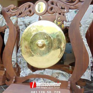 kerajinan kuningan gong kuantan senggigi
