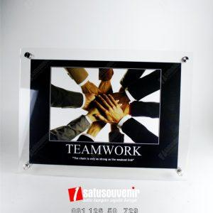 produk akrilik frame acrylic