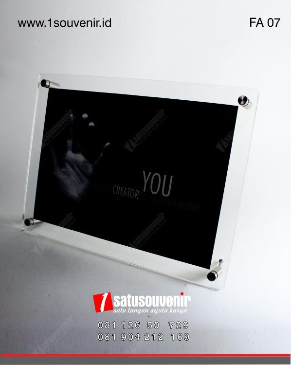 produk akrilik frame akrilik
