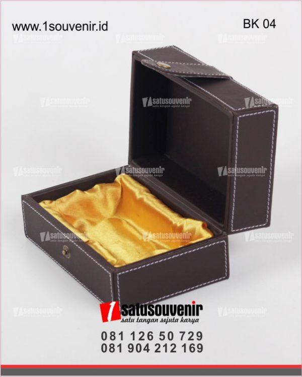 Box Kulit Sintetis