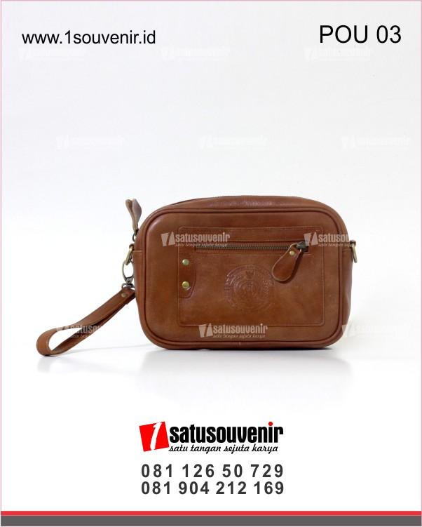 souvenir perusahaan pouch kulit coklat muda