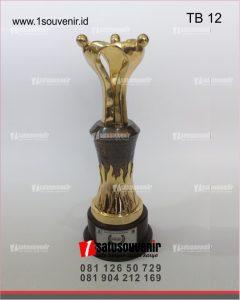 trophy bergilir porseni politeknik