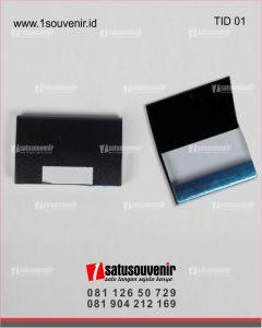 souvenir perusahaan tempat kartunama ID card