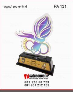 plakat akrilik juara badminton ganda campuran smakonecup 2019 jakarta