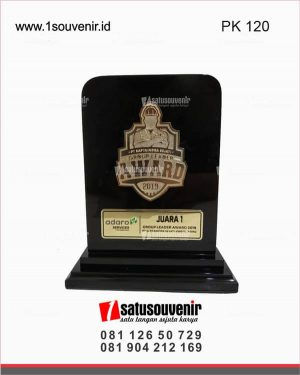 plakat kayu group leader award 2019 pt saptaindra sejati