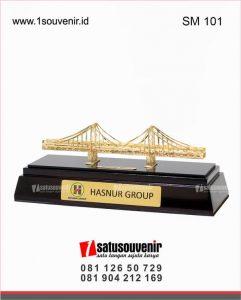souvenir miniatur jembatan barito hasnur group