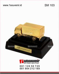 souvenir miniatur truk gledex