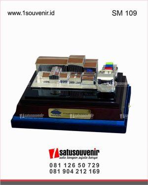 souvenir miniatur bangunan pt ns bluescope indonesia