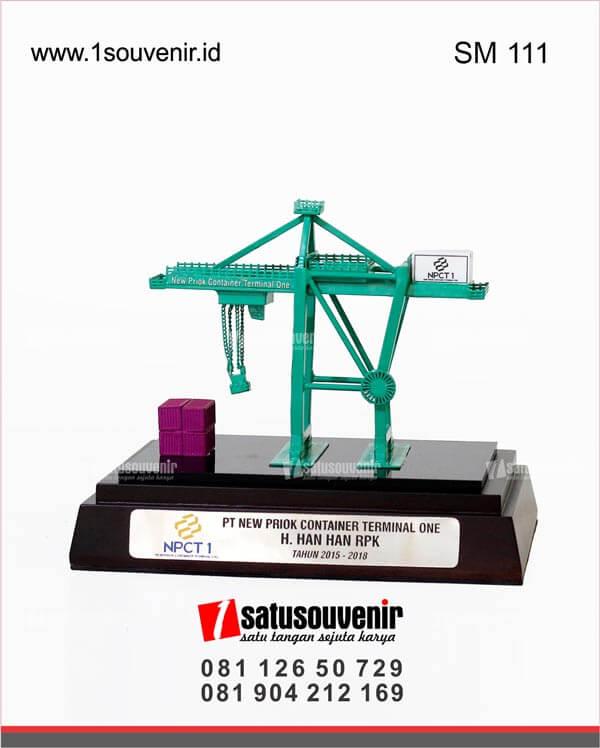 souvenir miniatur crane npct 1 jakarta
