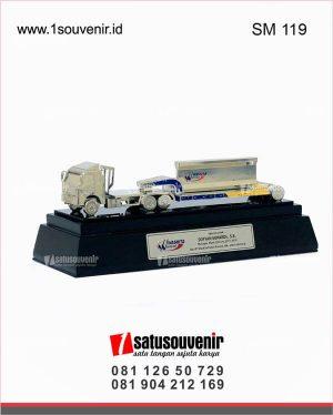 souvenir miniatur truk waskita