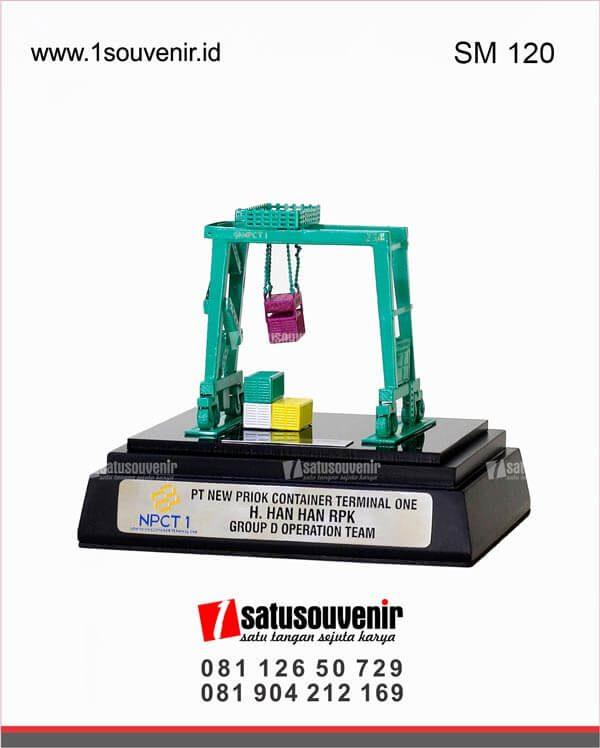souvenir miniatur container npct 1 jakarta