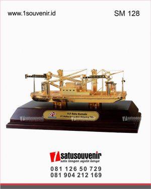 souvenir miniatur kapal FLF pt Pelita Samudera Shipping tbk
