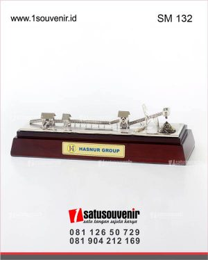 souvenir miniatur conveyor batubara hasnur group
