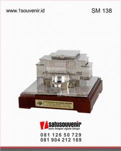 souvenir miniatur gedung pelayaran banten