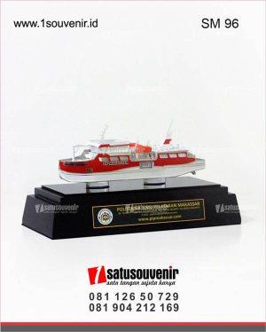 Souvenir Miniatur Kapal PoliteknikIlmu Pelayaran Makassar