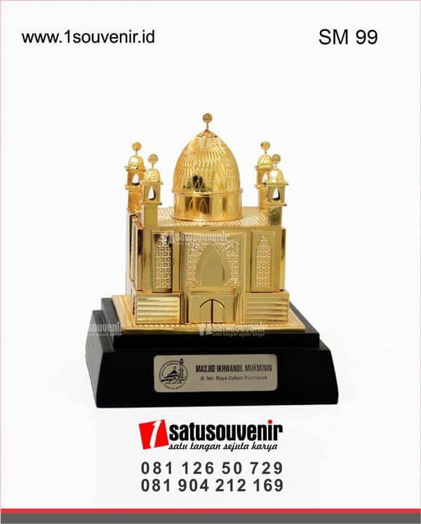 souvenir miniatur bangunan masjid ikhwanul mukminin pontianak