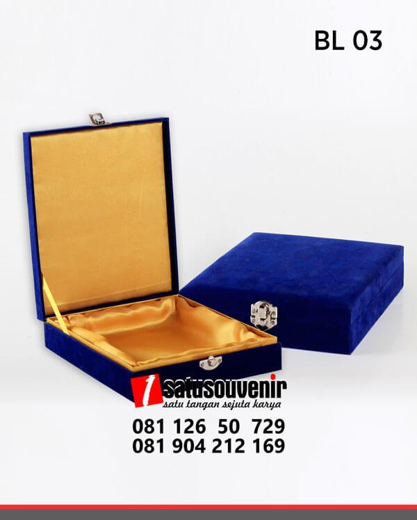 BL03 Box Bludru Biru Satin Emas