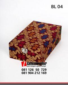 BL04 Box Bludru Batik