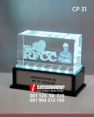 CP31 Plakat Kristal We Love RFCC RU IV Cilacap