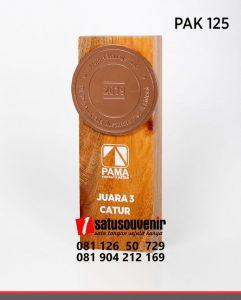 PAK125 Plakat Kayu Penghargaan Project Manager Cup PT Pama Persada