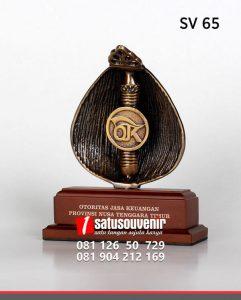 SV65 Souvenir Perusahaan OJK Provinsi Nusa Tenggara Timur