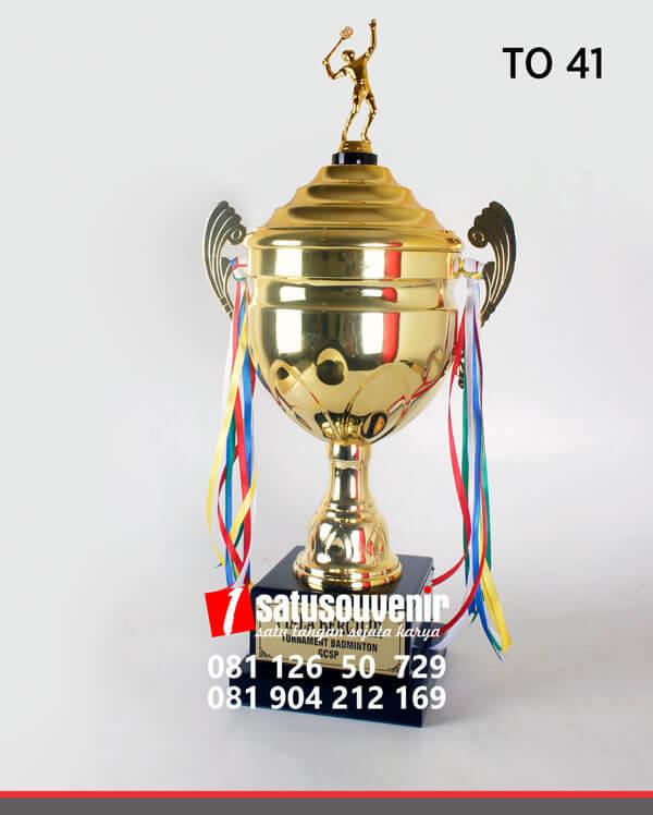 TO41 Piala Olahraga Turnamen Badminton GCSP piala penghargaan